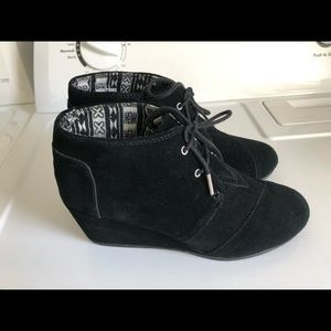 Tom's Black Suede Wedges Booties Boots Sz 11